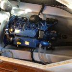 Solé Diesel Mini-44 på plats i båten Johnson 24