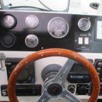 Instrumentpanel i en Magnum 28 efter motorbytet till Hyundai SeasAll